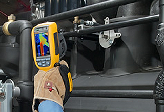 Fluke Ti125 inspecting a modern high-efficiency chiller.