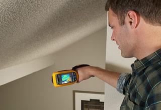 TiR125. Inspecção do tecto abobado de uma casa com uma câmara termográfica.